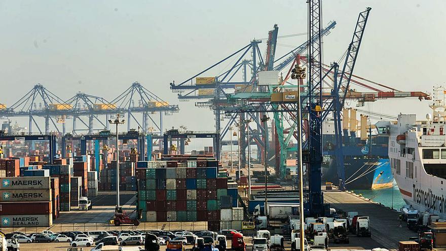 Casi la mitad de las falsificaciones chinas entran a España por el Puerto de València