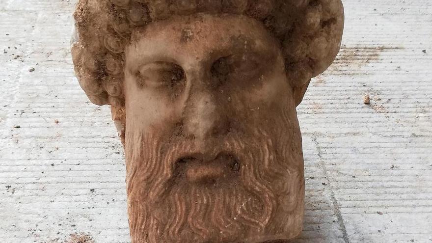 Hallan una cabeza de Hermes en pleno centro de Atenas durante una obra vial
