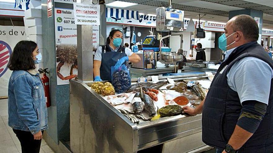'O Clan das Mariñeiras' visita Vigo para ver el trabajo de las pescantinas