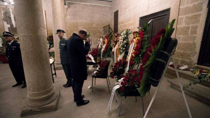 Multitudinaria despedida a los guardias civiles asesinados en Teruel