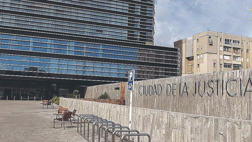Una resolución pionera en las Islas libera de toda su deuda a una canaria