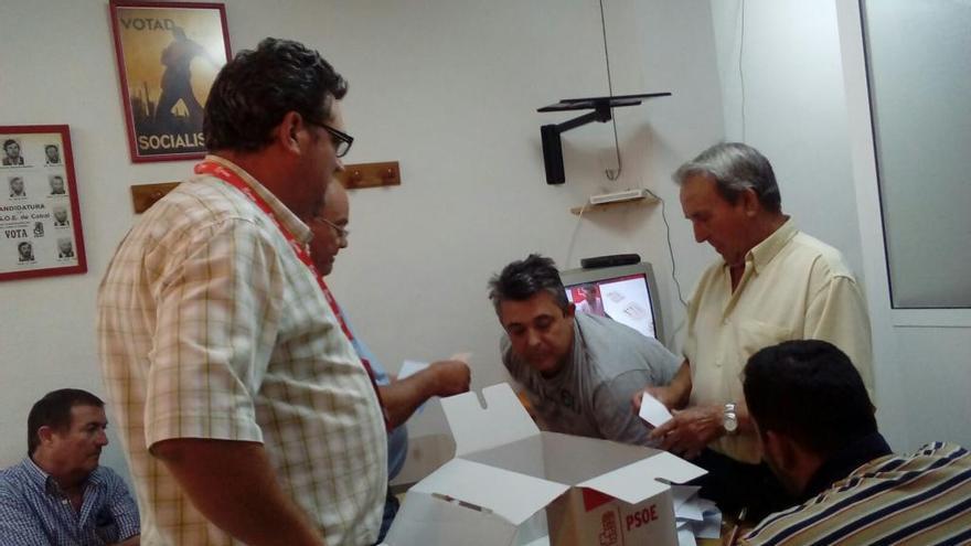 Pedro Sánchez arrasa en la Vega Baja