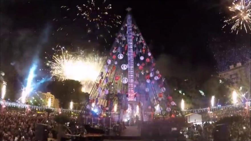 Murcia ya está iluminada por el Gran Árbol de la Navidad