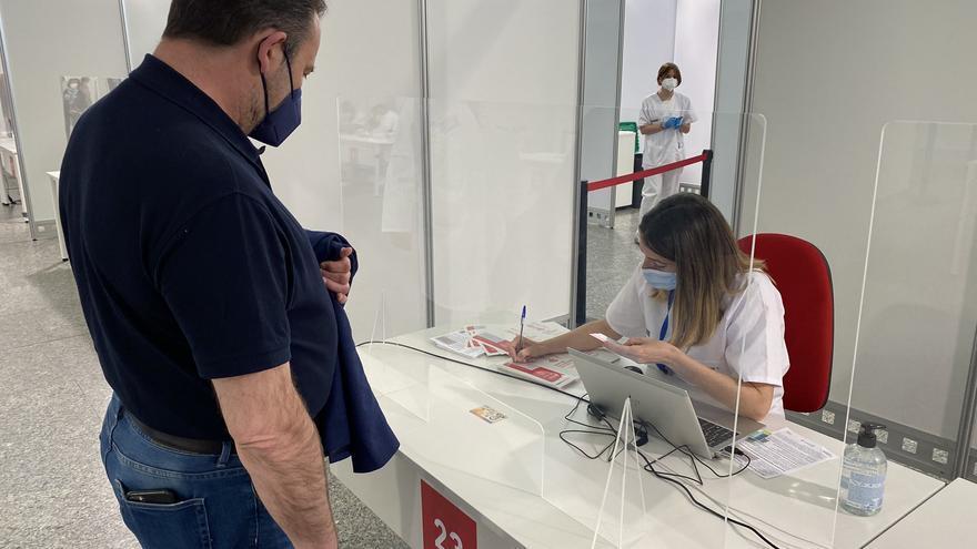 Los ministros se vacunan: Iceta, Robles, Castells, Escrivá, Celaá y Ábalos ya están inmunizados