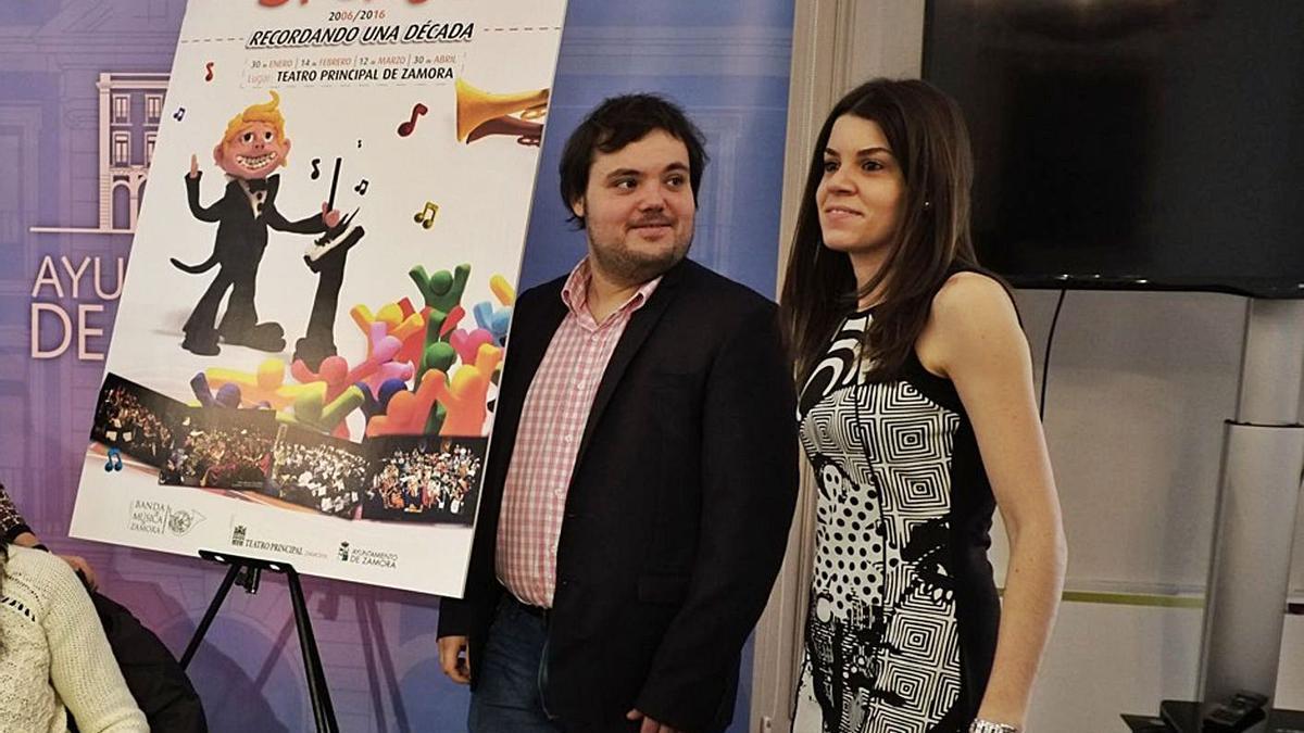 Manuel Alejandro López, junto a Sara Pérez.   Jose Luis Fernández