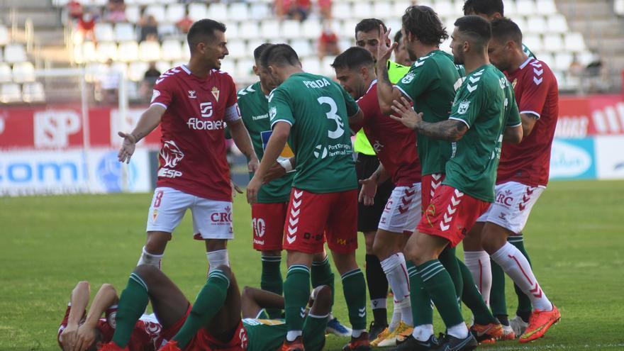 El Real Murcia se estrena en Segunda RFEF con un sufrido triunfo (3-2)