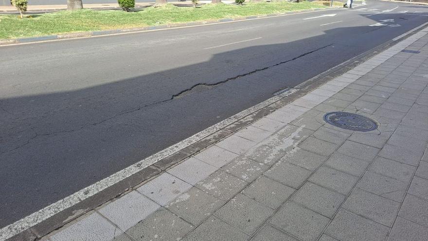 Puerto de la Cruz investiga el origen del hundimiento del asfalto en la avenida Melchor Luz