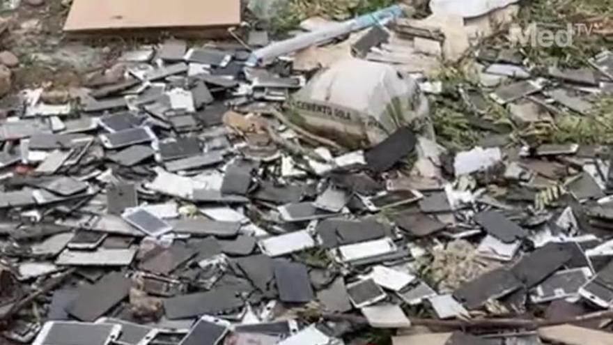 Toneladas de basura se acumulan en un macrovertedero ilegal de la Vall d'Uixó