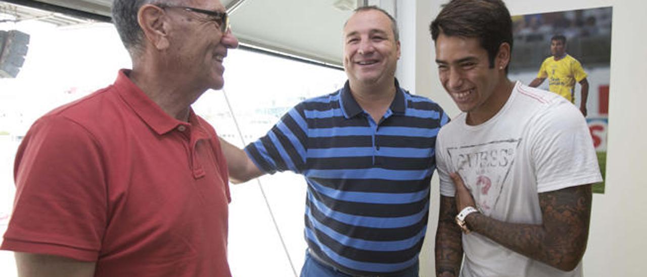 Miguel Ángel Ramírez y el delantero Araujo, en los estudios de UD Radio.