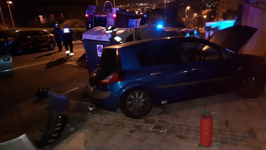 Aparatoso accidente de madrugada en Las Palmas de Gran Canaria