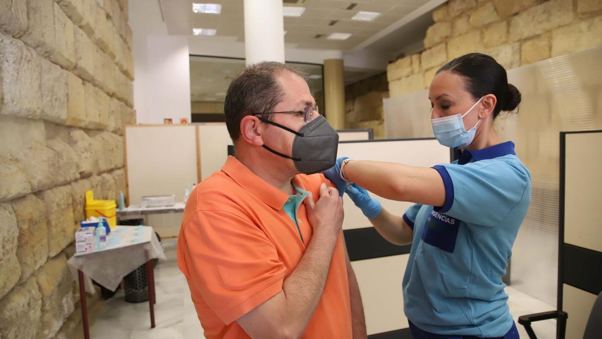 Vacunación contra el covid en el Ayuntamiento de Córdoba.