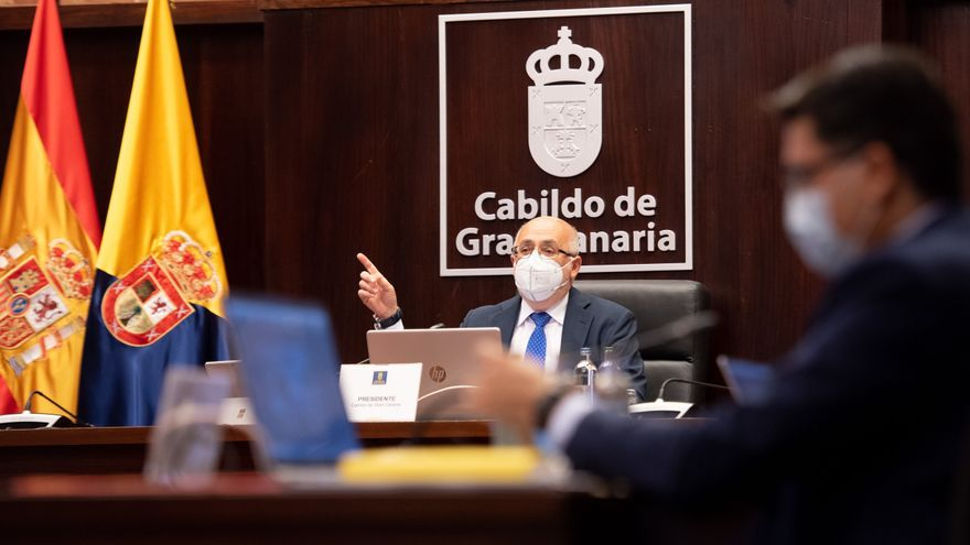El Cabildo aprueba la revisión del trazado del tren en el Sur entre críticas por siete años de retraso