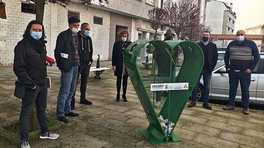 Redondela instala cuatro contenedores de recogida de tapones con fines sociales