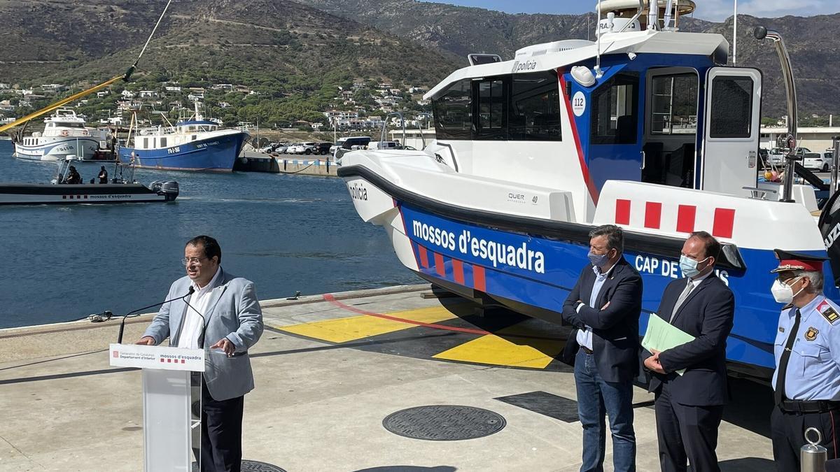 El conseller Elena presenta la nova embarcació dels Mossos d'Esquadra a Port de la Selva