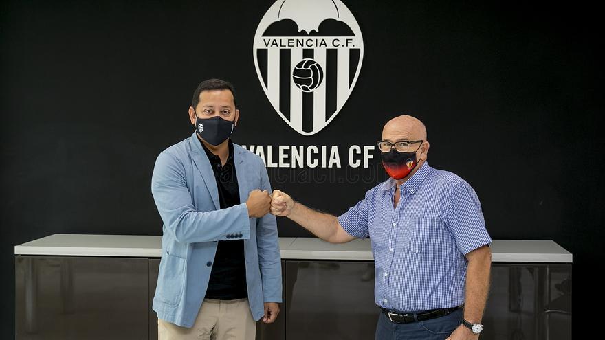 El Valencia CF renueva su convenio con la APAVCF
