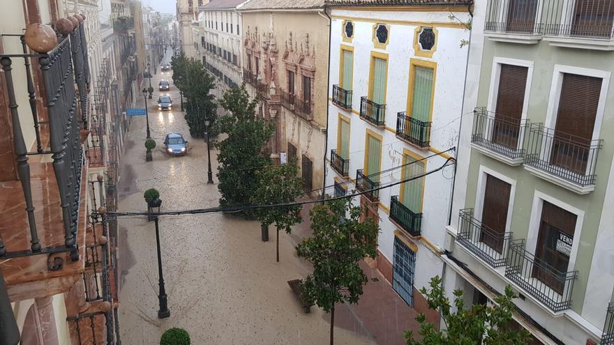 Una tormenta colapsa Lucena al inundar numerosas calles