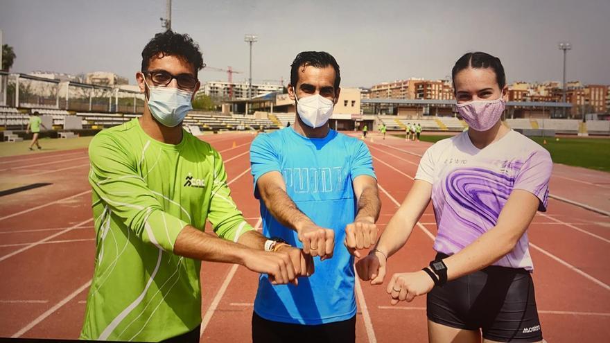 El atleta olímpico Kevin López da un clínic en el tartán de El Fontanar