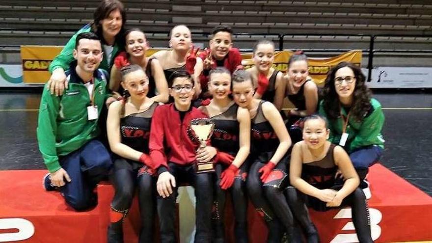 El Liceo conquista el Gallego juvenil de grupos show