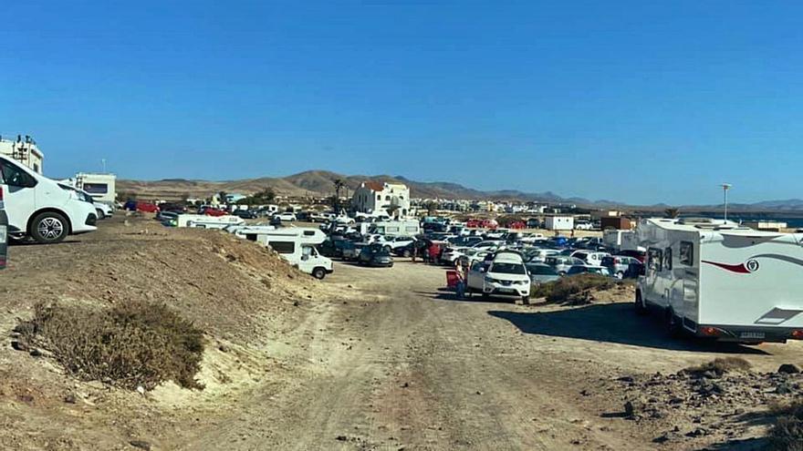 Los usuarios de las playas denuncian la proliferación de las autocaravanas