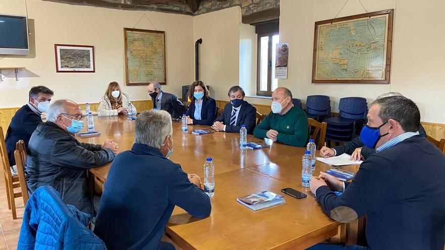 """Reactivan el compromiso de arreglar el """"camino del lobo"""" entre Villarino Manzanas y Robledo de Sanabria"""