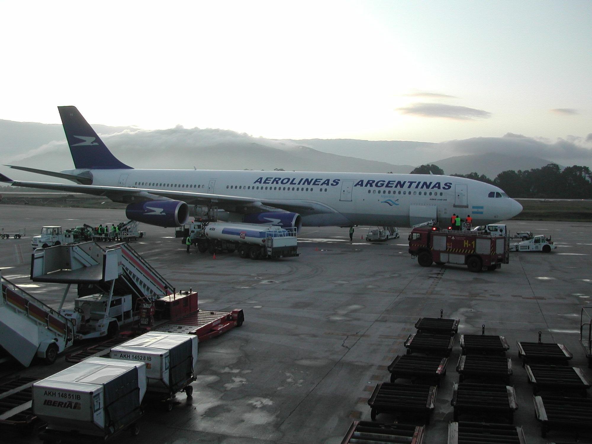 Un Airbus 340 que acabó en Peinador en 2008 y que procedía de Buenos Aires. // FDV