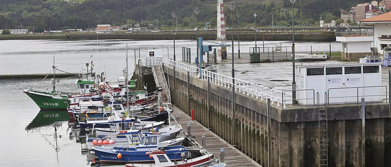 Embarcaciones en el puerto de San Juan de La Arena.