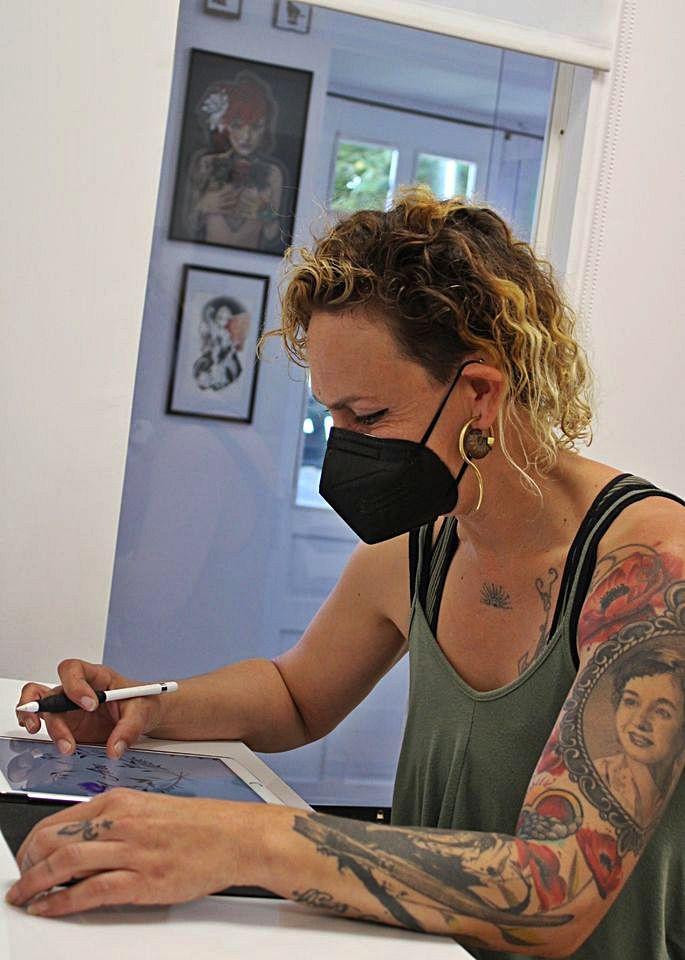 Mabel Ferrero trabajando.   A. S.