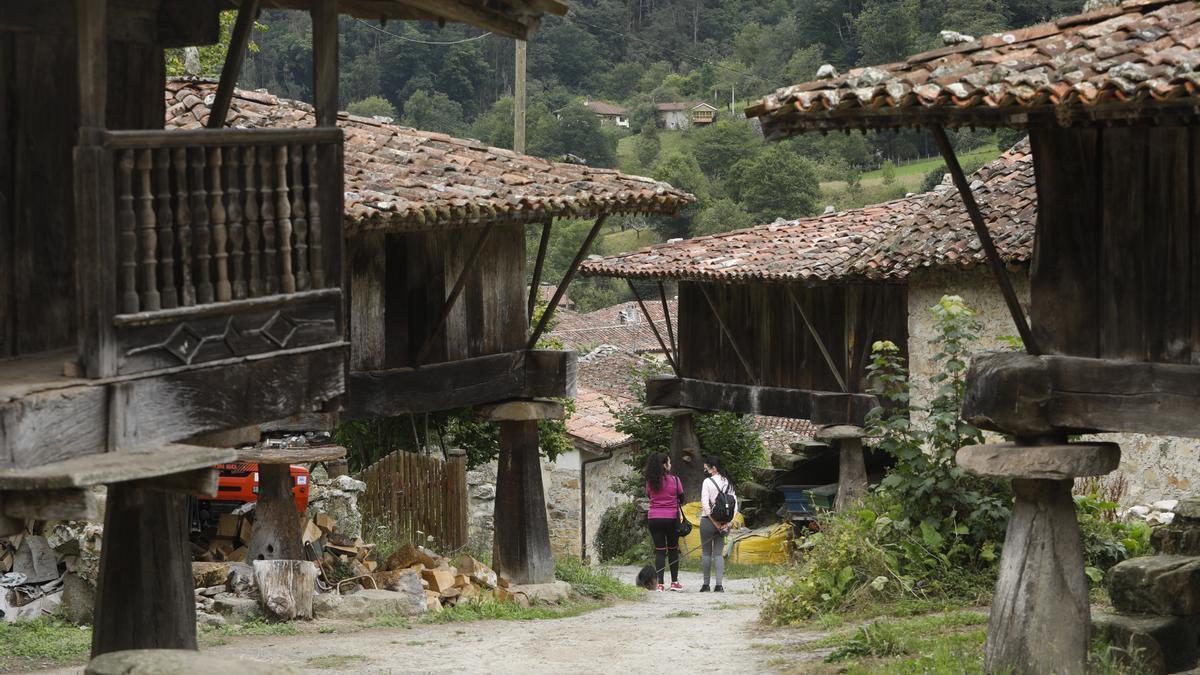 Espinaréu, un muséo vivo del hórreo y un pueblo guapu donde los haya
