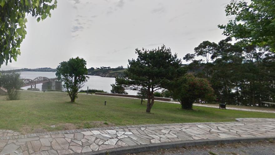 Muere una mujer tras ser rescatada inconsciente del agua en una playa en Ribadeo
