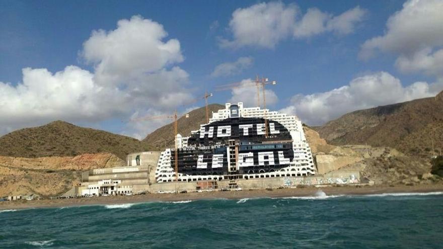 """El TSJA concluye que hay """"indicios suficientes"""" de que la licencia del hotel del Algarrobico """"infringe"""" la ley"""
