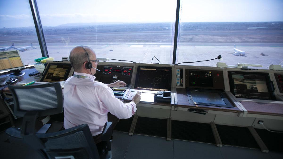 Aena renueva hasta 2026 a Ferronats la gestión de la torre de control del aeropuerto de Alicante-Elche