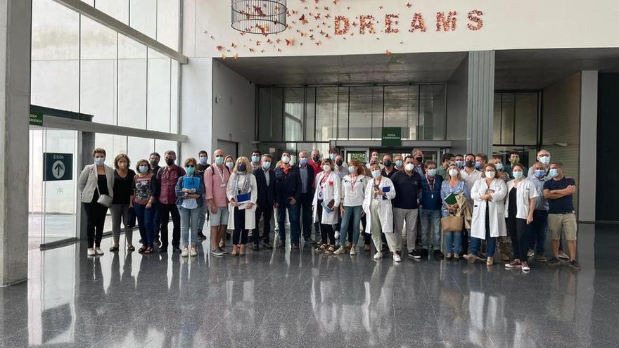 Los alcaldes hacen piña contra la venta de todas las acciones del hospital de Dénia a Ribera Salud