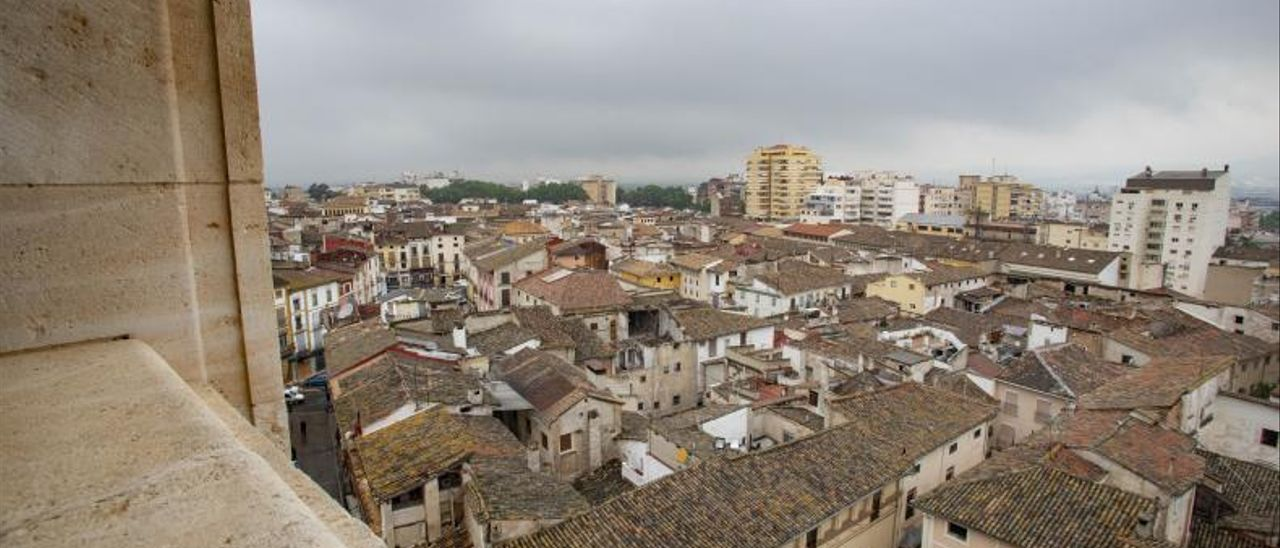 Imagen panorámica de parte del casco histórico de Xátiva.   PERALES IBORRA