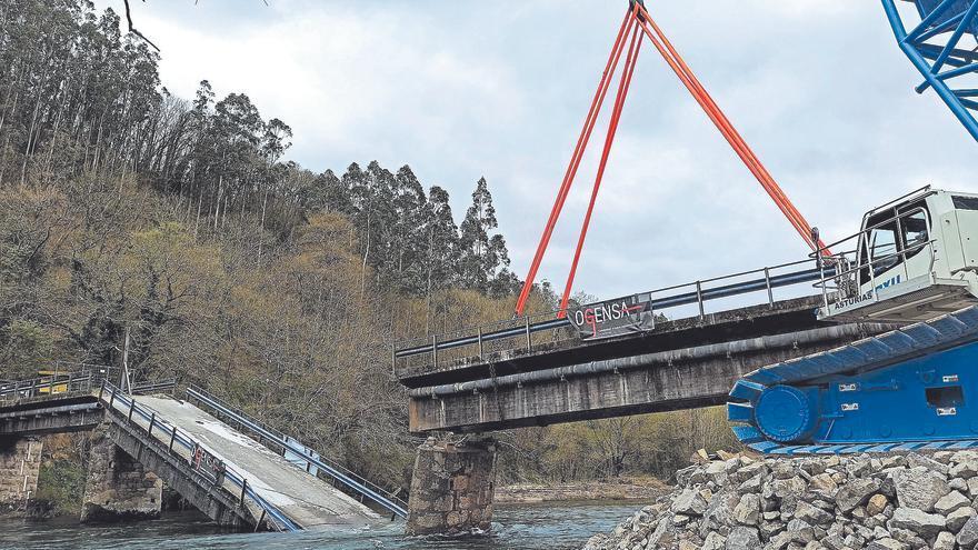 El puente de Quinzanas, en Pravia, estará listo a finales de septiembre