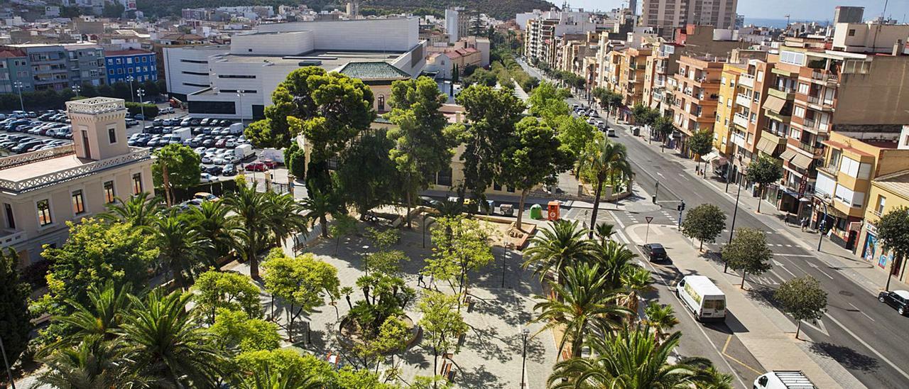 Vista parcial reciente de la ciudad de Alicante, con el Benacantil al fondo. | RAFA ARJONES