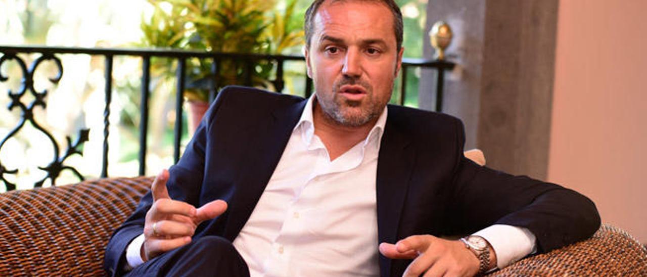 Luis Helguera, secretario técnico de la UD Las Palmas, durante un momento de la entrevista, ayer, en el hotel Santa Catalina.