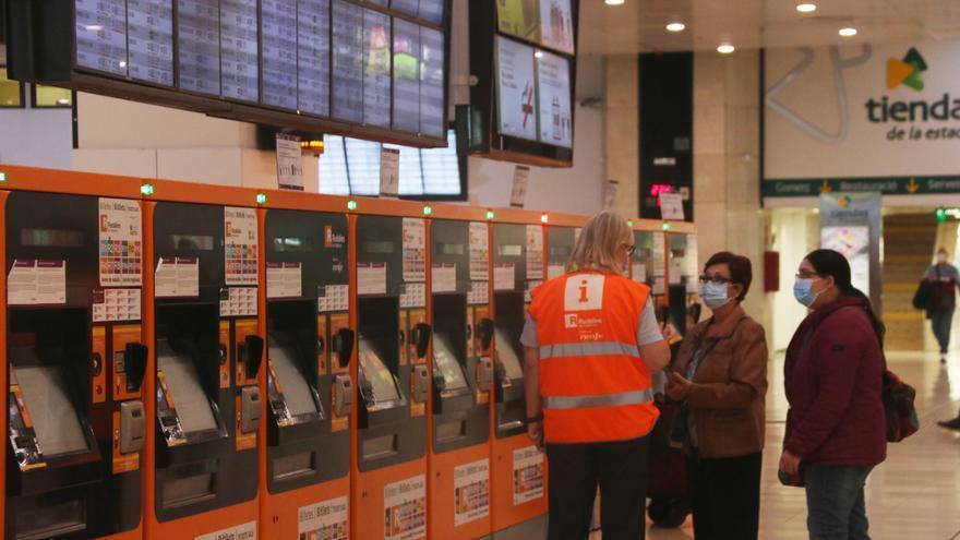 Renfe opera el 71% del servei de Rodalies fins a les quatre de la tarda, amb 49 trens cancel·lats