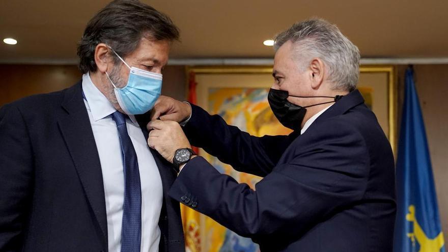 "Javier Fernández recibe la ""Manzana de oro"" del Centro Asturiano de Madrid"