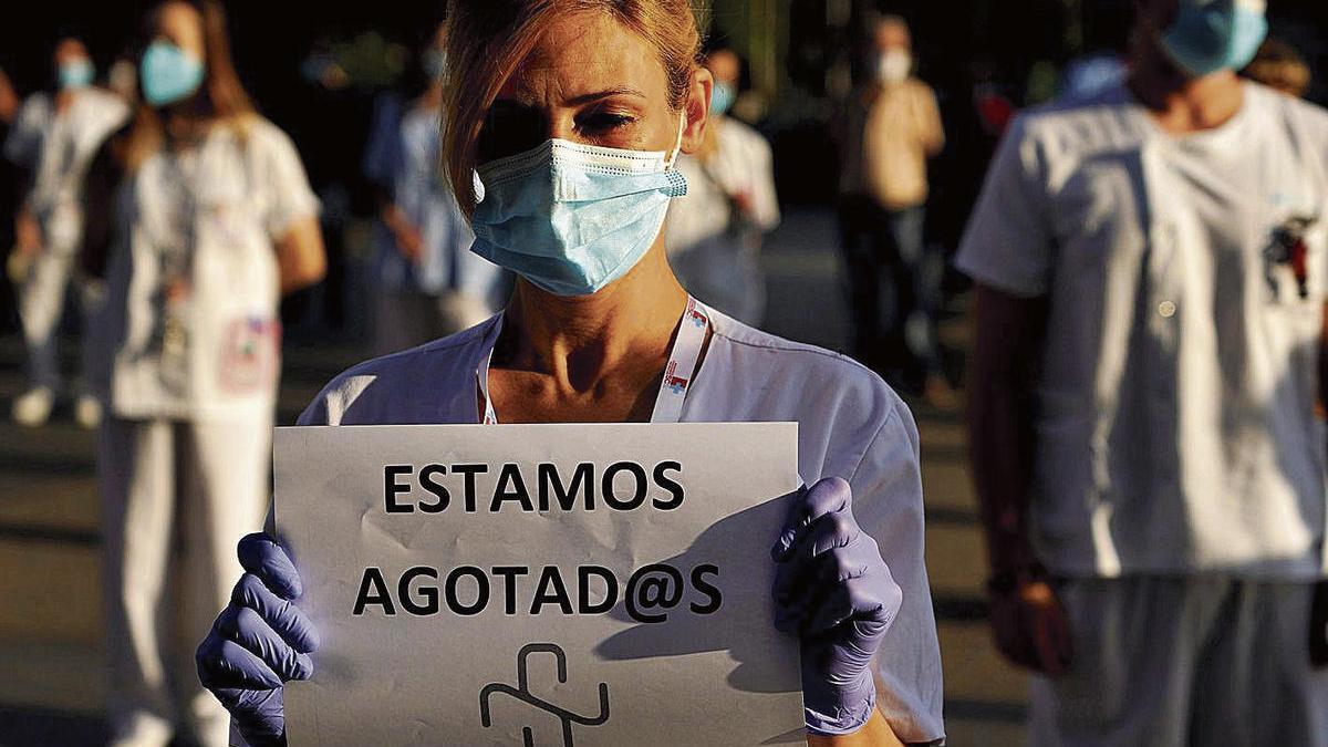 Una protesta de sanitarios madrileños durante la pasada primavera, en la primera ola de la pandemia.