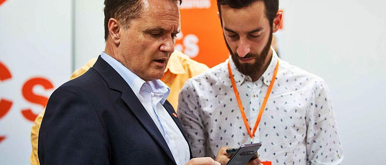 Maxo Benalal y Javier Torres, durante la última noche electoral en Ibiza