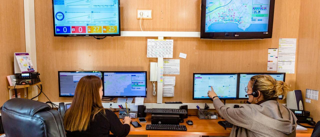 Las pantallas del nuevo sistema implementado por la asociación de taxi de Benidorm.