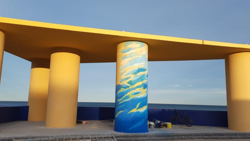 Forrester pinta un mural en la Patacona