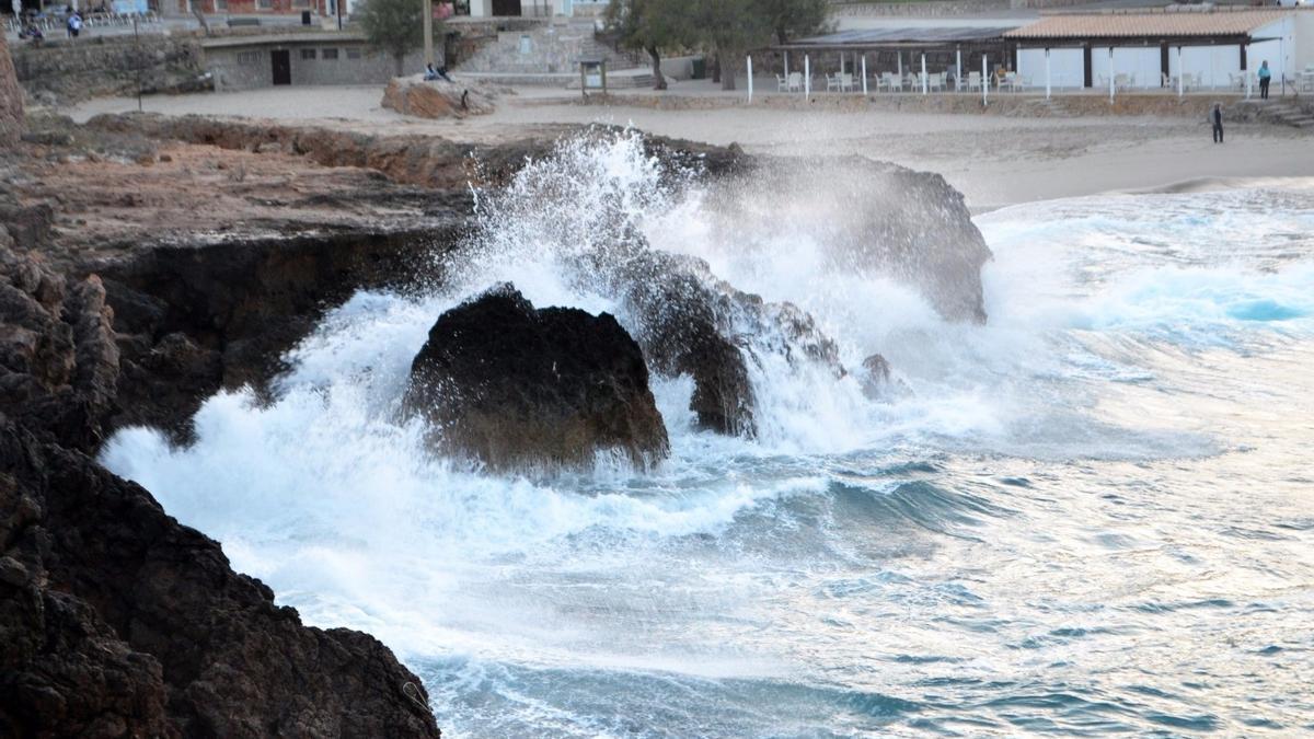 Mallorca y Menorca estrenan el año con riesgo por lluvias, tormentas y oleaje