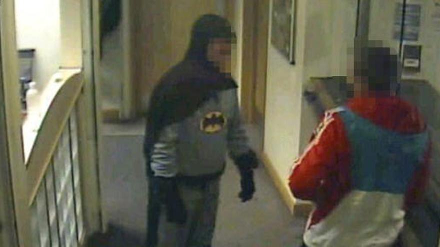 El Batman inglés estaba compinchado con el delincuente