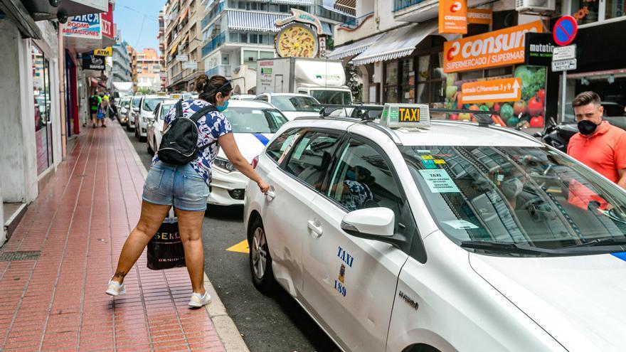 Benidorm aprueba una línea de ayudas anti-covid para el sector del taxi