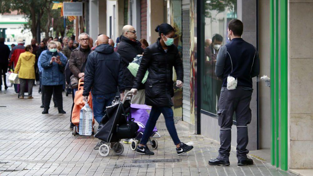 Colas en supermercados y farmacias de València por seguridad