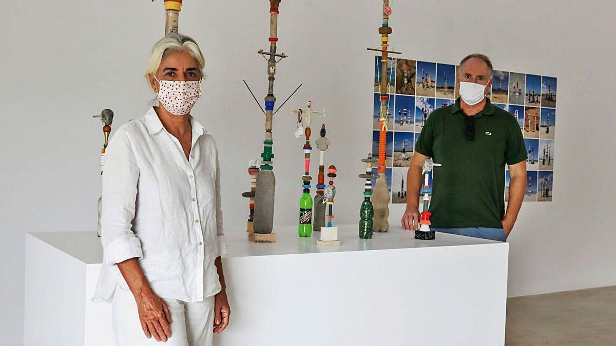 La directora del MACE, Elena Ruiz, y Enrique Juncosa, en una exposición. | ZOWY VOETEN