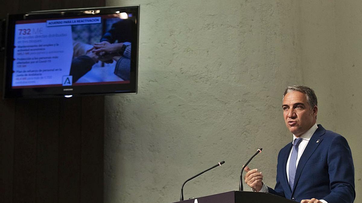El portavoz del Gobierno andaluz, Elías Bendodo, en la comparecencia de ayer. | MARÍA JOSÉ LÓPEZ / E.P.