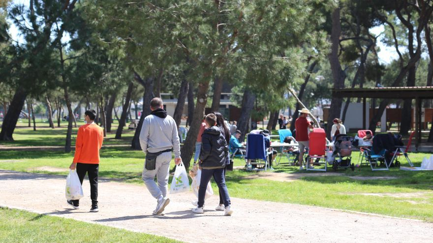 Sanitat amplía a seis personas las reuniones en público y permite juntar en casas dos grupos de convivientes