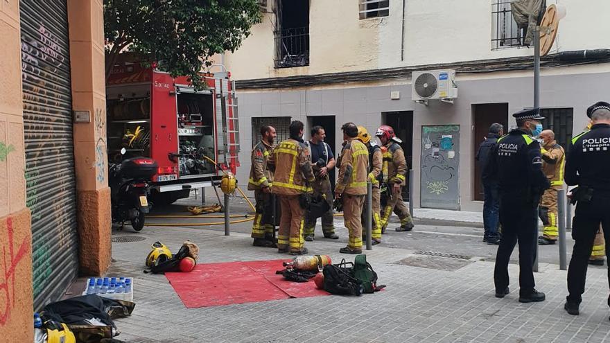 Un muerto en un incendio en una vivienda de Hospitalet